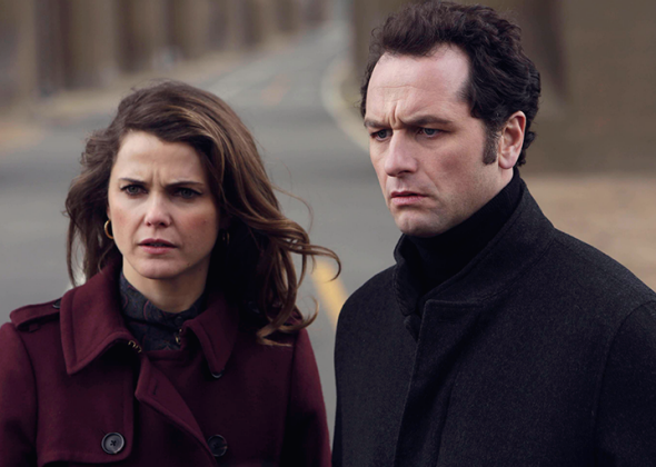 Keri Russell as Elizabeth Jennings, Matthew Rhys as Philip Jennings.