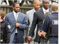 R. Kelly leaves the Cook County courthouse. Click image to expand.