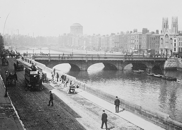 1405_BOOKS_Dubliners-Grattan-Bridge-1900_590