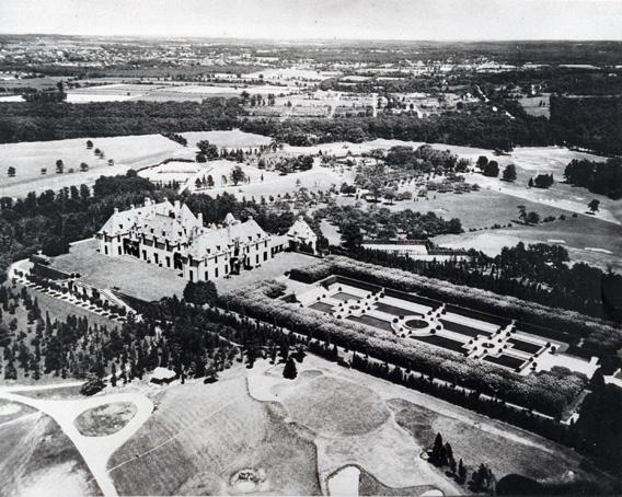 Oheka castle in the 1920s.