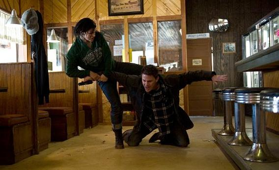 Still of Channing Tatum and Gina Carano in Haywire.