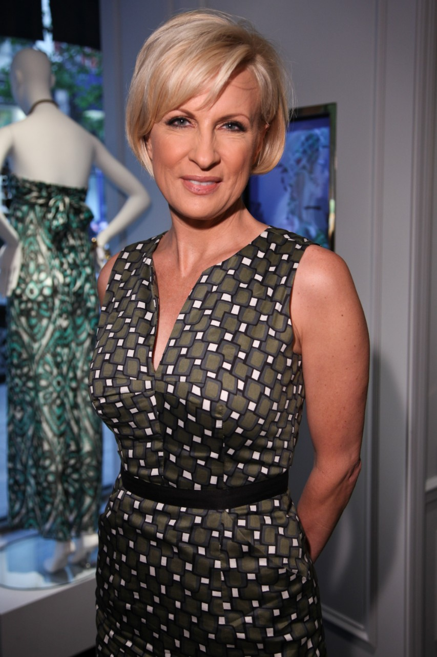 Female Tv Newscasters And The Sleeveless Sheath Dress