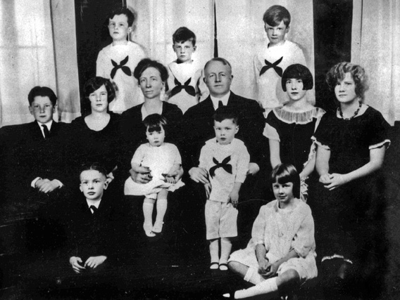 Frank and Lillian Gilbreth with 11 of their 12 children circa 1920s.
