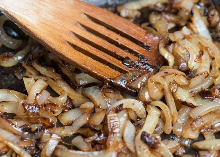 How to cook onions: Why recipe writers lie and lie about how long they take to caramelize.