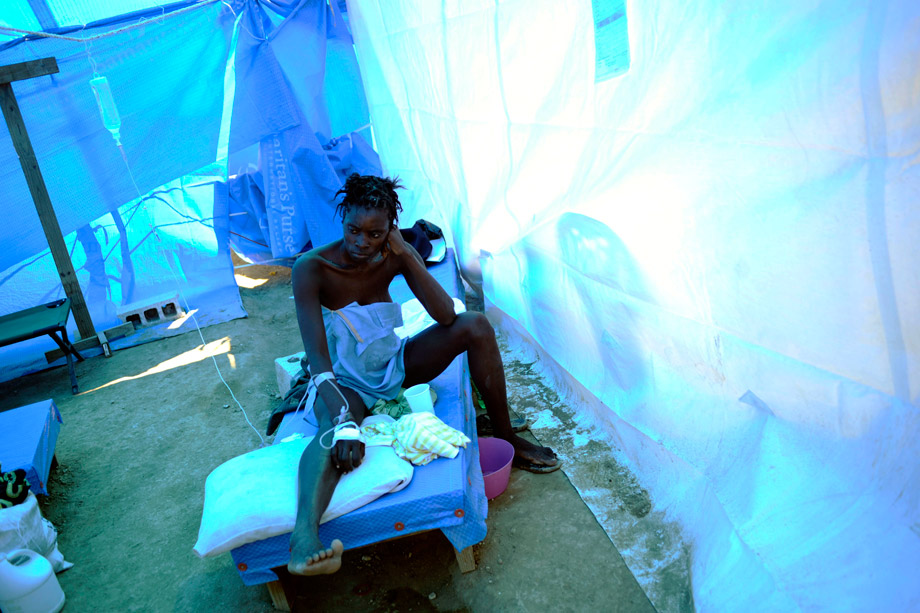A woman infected with cholera receives treatment in a clinic set up by the aid agency Samaritan's Purse in Cabaret, Haiti, Nov. 26, 2010. A raging cholera epidemic in Haiti may deter some voters from participating in Sunday's national elections, but postponing or canceling the polls could threaten stability in the Caribbean country, the European Union's envoy said on Monday.