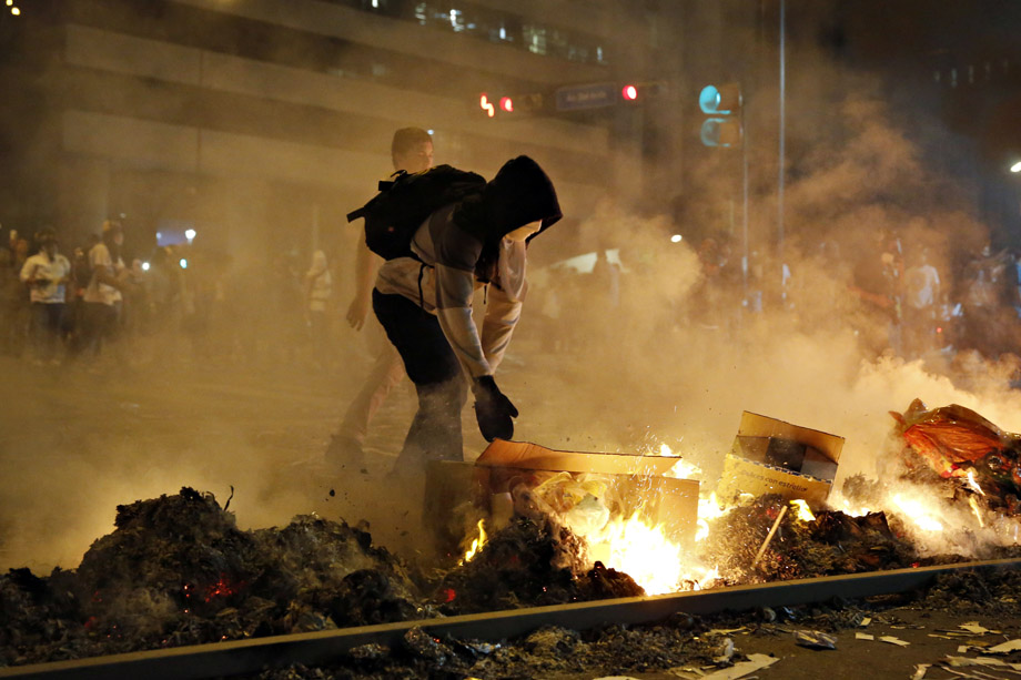 A supporter of opposition leader Leopoldo Lopez sets fire to a barricade during a protest against Nicolas Maduro's government in Caracas February 19, 2014.