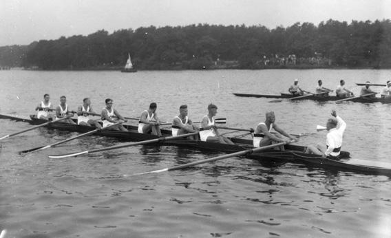 The German crew at the start line of the Olympic final.