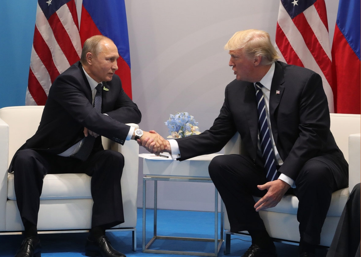 US President Donald Trump (R) and Russia's President Vladimir Putin