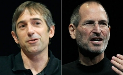 Mark Pincus (left), Apple CEO Steve Jobs (right)