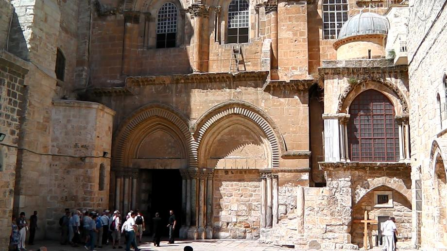 Entrance-to-Holy-Sepulchre