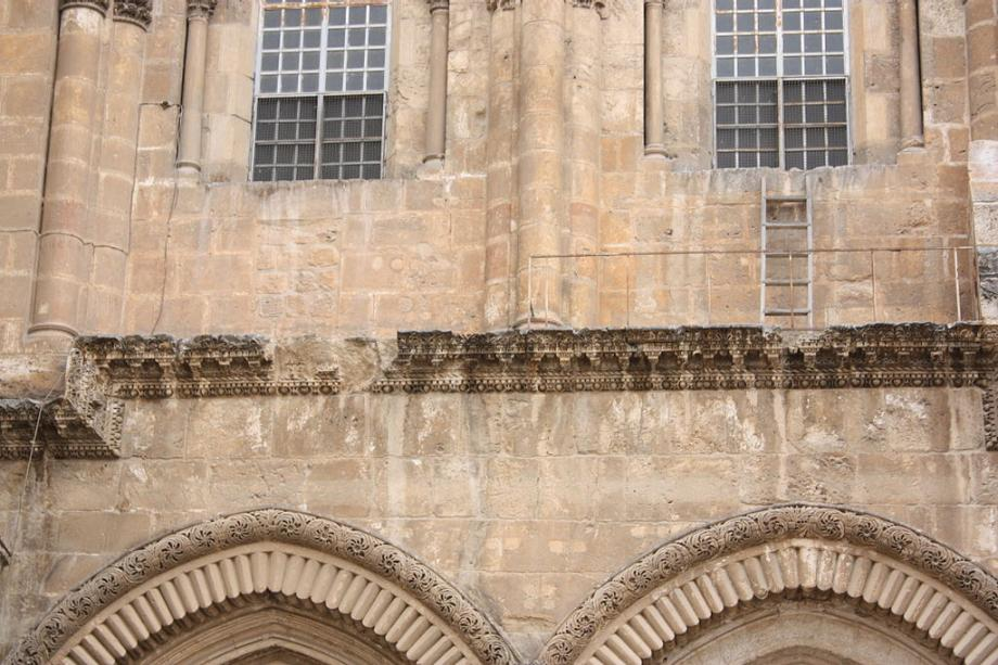 Holy_Sepulchre_ladder_disagreement