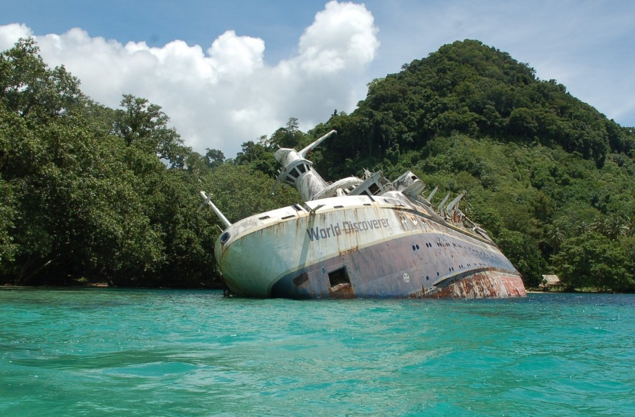 Abandoned World Discoverer Cruise Ship Lies Half-Sunken In The Solomon Islands [920x604 ...