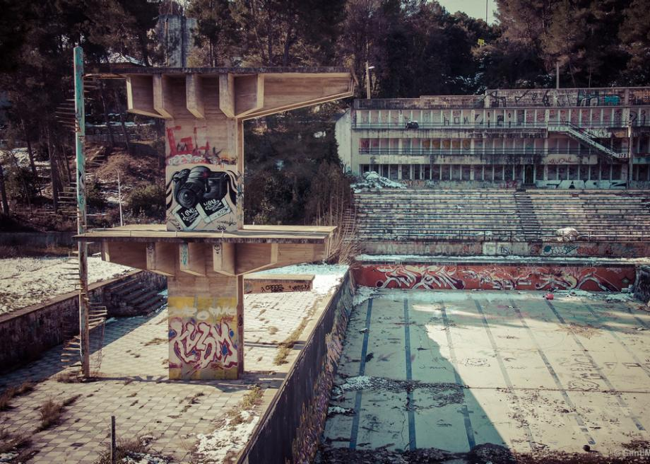 The Eerie, Graffiti-Covered Abandoned Swimming Pools of Barcelona