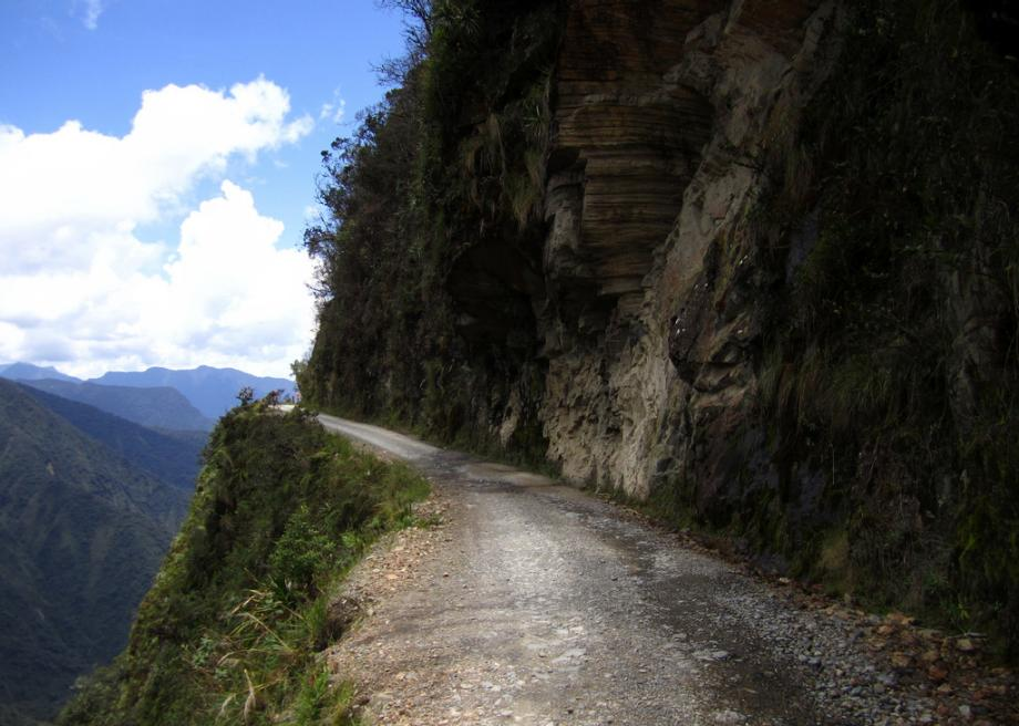 A Terrifying Tour Of The Worlds Most Dangerous Road North Yungas - The 10 scariest roads in the world