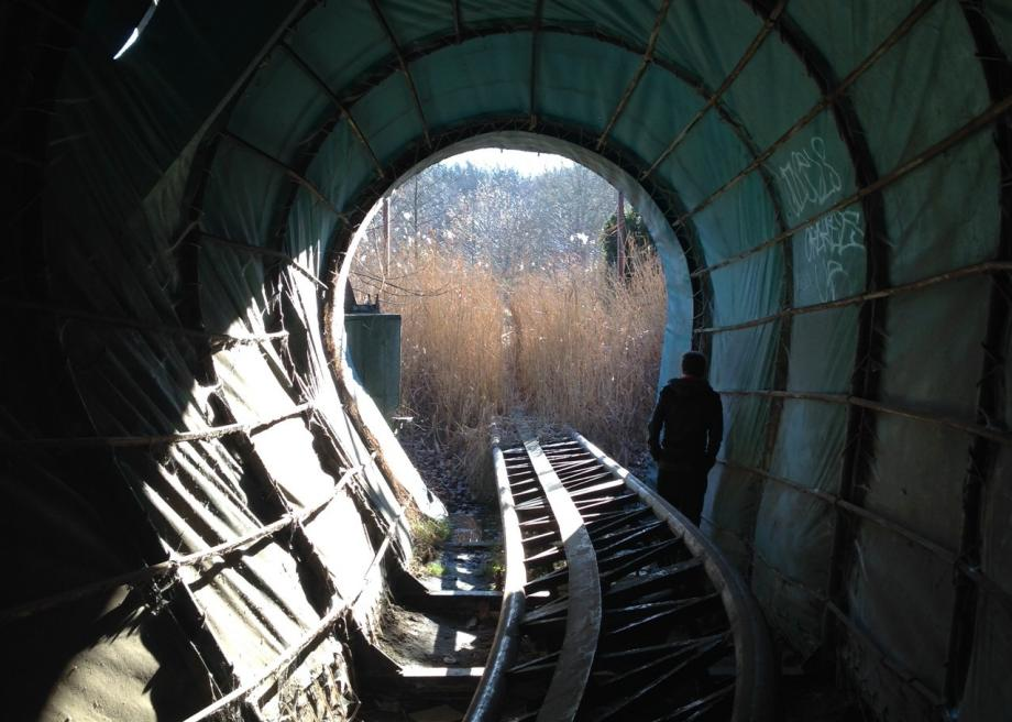 http://www.slate.com/content/dam/slate/blogs/atlas_obscura/2014/01/16/spreepark_in_berlin_is_an_abandoned_theme_park_with_an_outlandish_history/photo_42.jpg.CROP.promo-large2.jpg