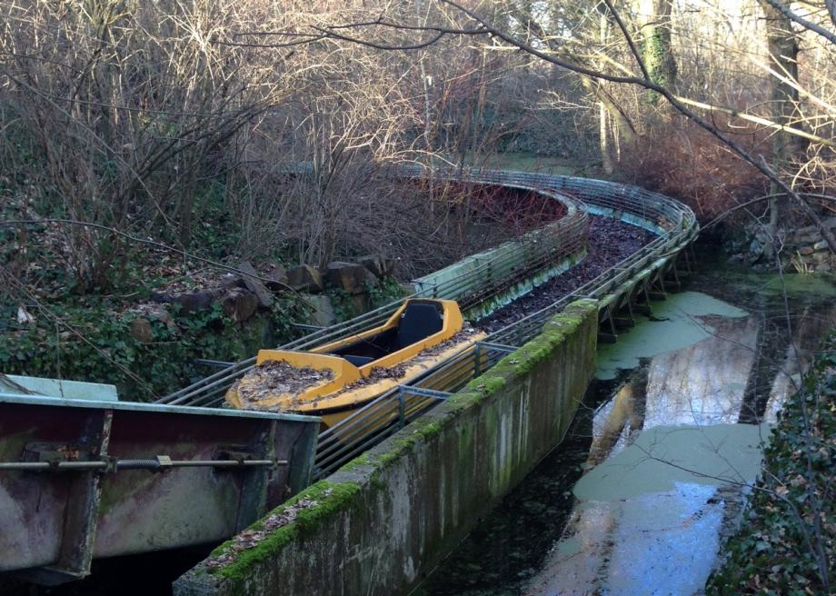 http://www.slate.com/content/dam/slate/blogs/atlas_obscura/2014/01/16/spreepark_in_berlin_is_an_abandoned_theme_park_with_an_outlandish_history/photo_44.jpg.CROP.promo-large2.jpg