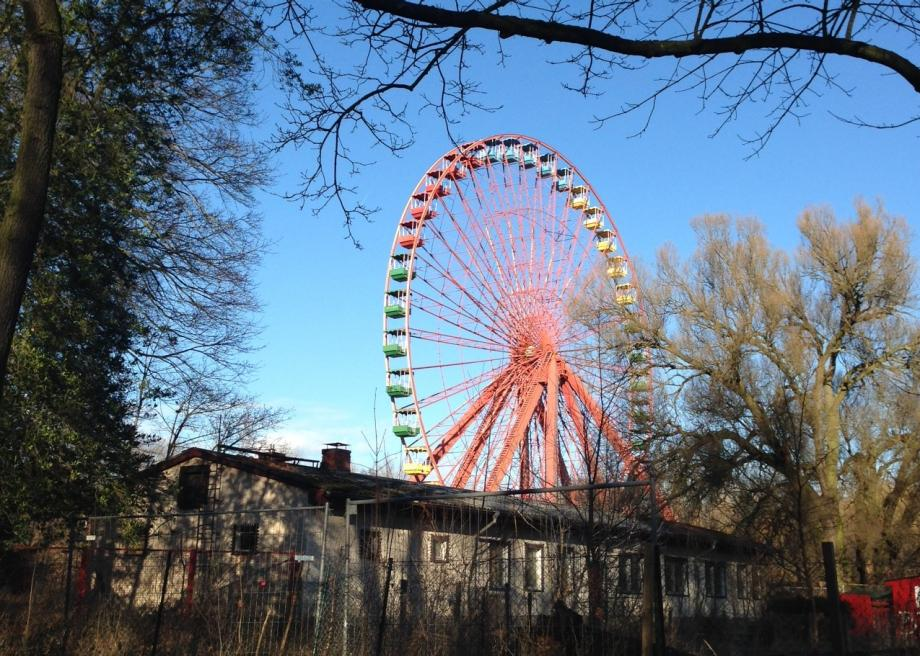 http://www.slate.com/content/dam/slate/blogs/atlas_obscura/2014/01/16/spreepark_in_berlin_is_an_abandoned_theme_park_with_an_outlandish_history/photo_48.jpg.CROP.promo-large2.jpg