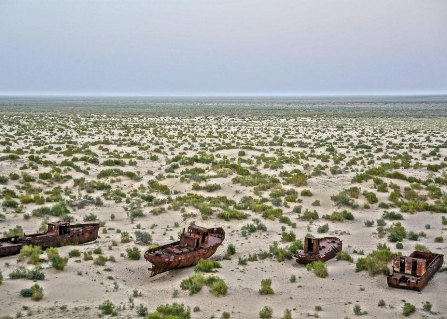 The shrinking of the Aral Sea has resulted in a toxic disaster area
