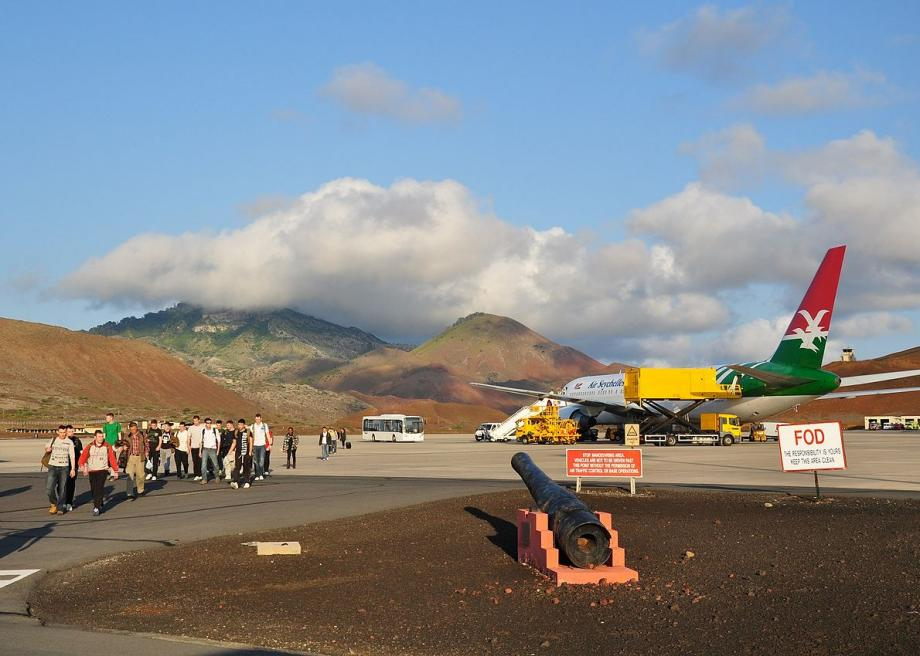 1200pxascension_island_wideawake_airfield_1