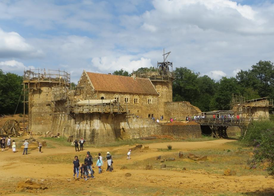 Archaeologists Are Building a Castle in France Using Only 13th-Century Techniques