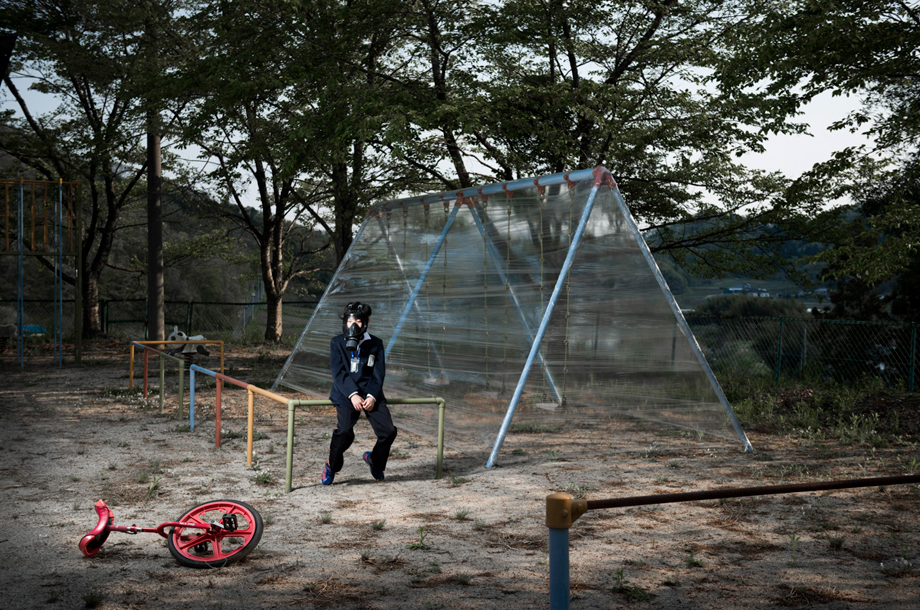 Photograph taken in a decontaminated playground of the town of Date. Radioactivity level is relatively low (0.3 mSv / h), but there is no child playing anyway.