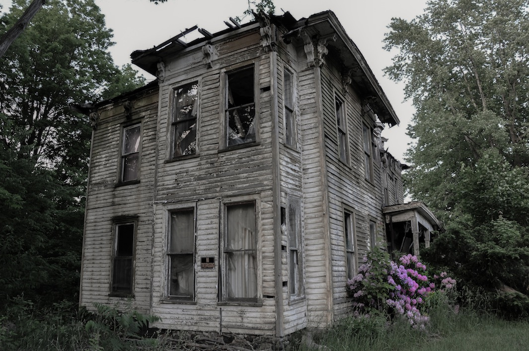 Seph lawless photographs american haunted houses in his for New homes america