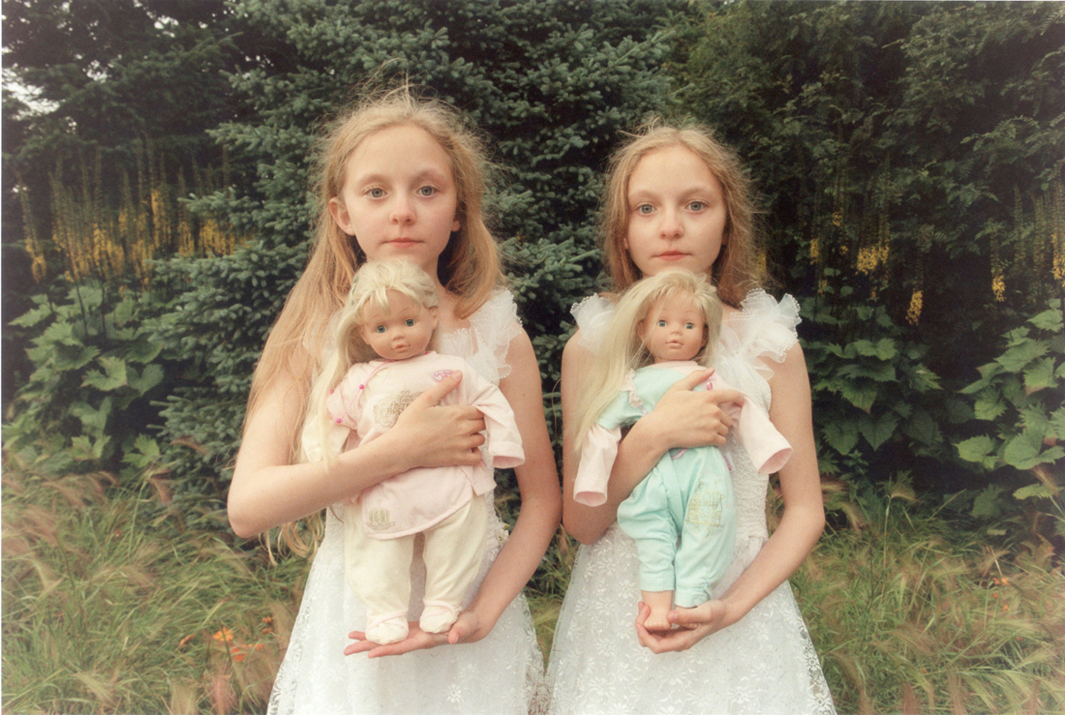 Ariko Inaoka photographs Icelandic twins Erna and Hrefna.