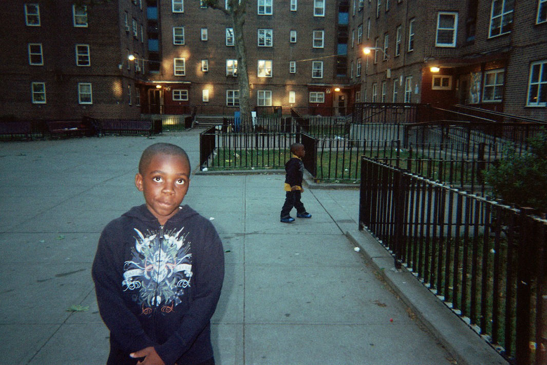 nyc housing projects Project heat tells the story of life in east new york's pink houses just as an nypd cop faces trial for accidentally killing a resident.