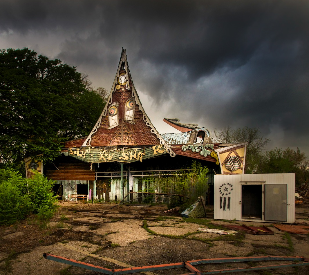 seph lawless photographs abandoned theme parks in his book