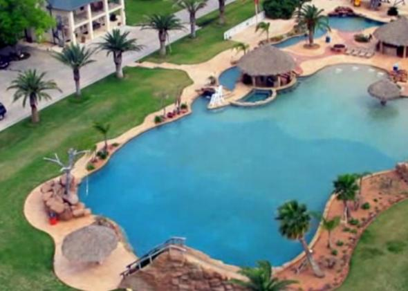 Worlds_Largest_Pool_Texas