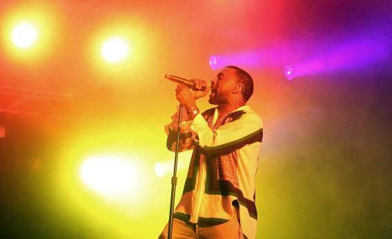Kanye west performs at big day out in australia in january