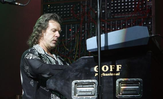 Keith Emerson performs in 2004
