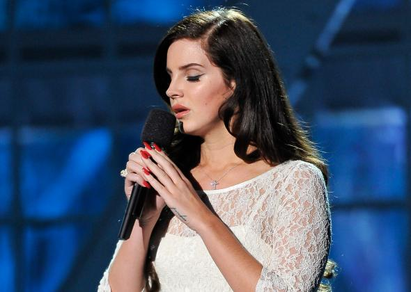 456023535-lana-del-rey-performs-at-the-2014-breakthrough-prizes