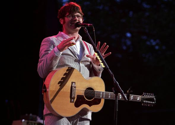 75441730-colin-meloy-of-the-band-the-decemberists-performes
