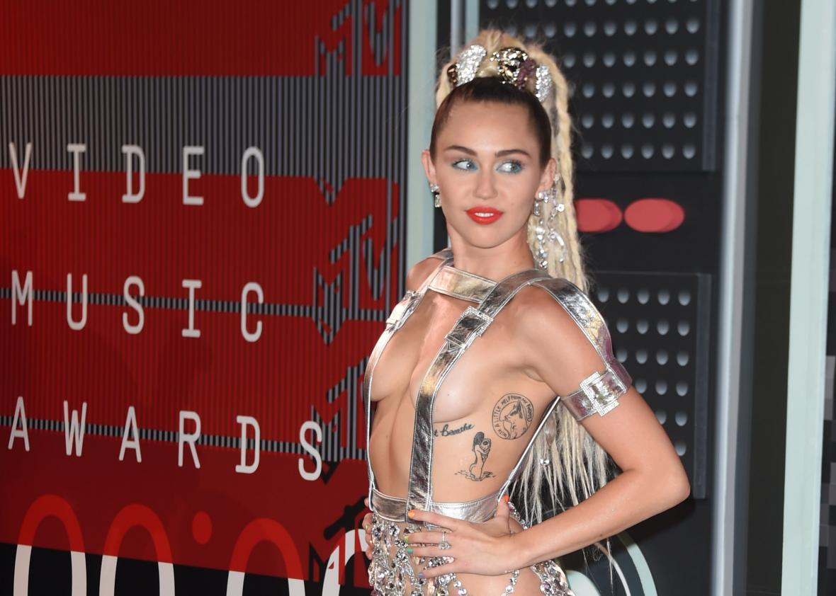486013554-miley-cyrus-arrives-on-the-red-carpet-at-the-mtv-video