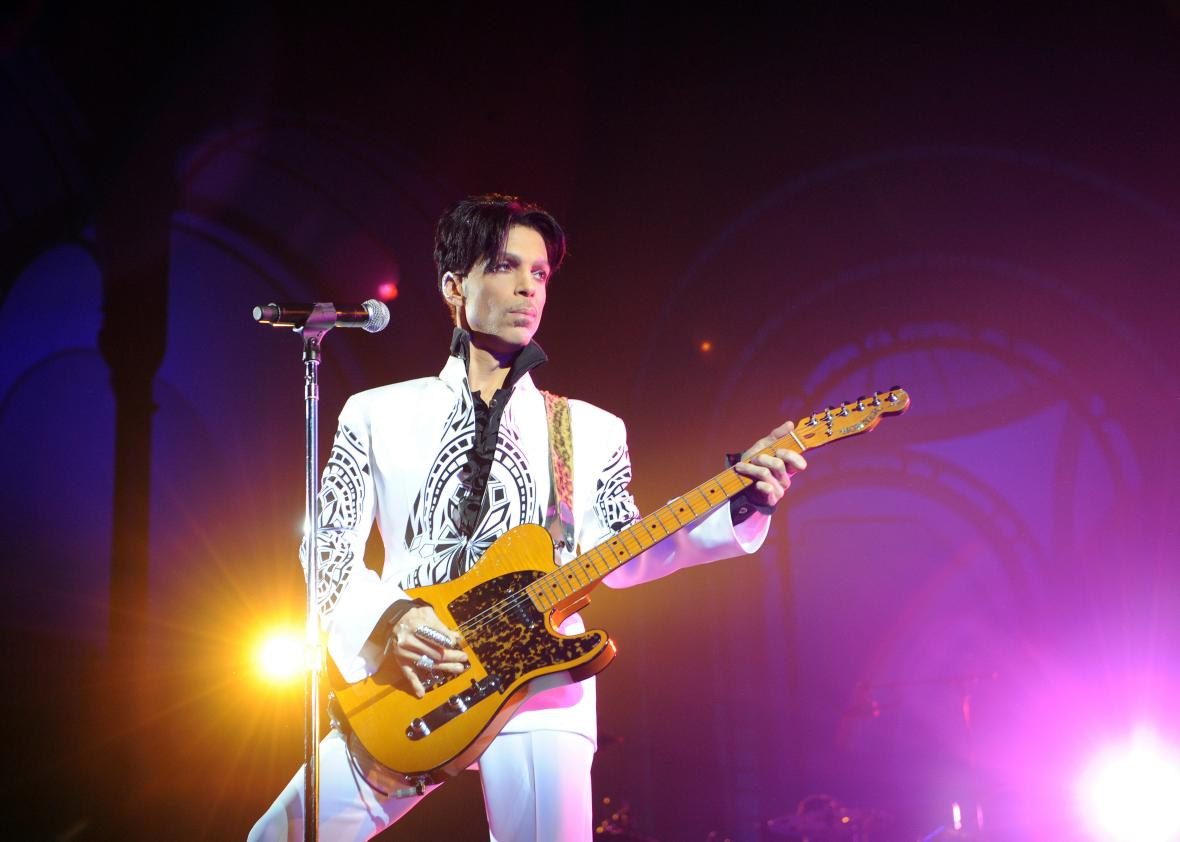 91849564-singer-prince-performs-on-october-11-2009-at-the-grand
