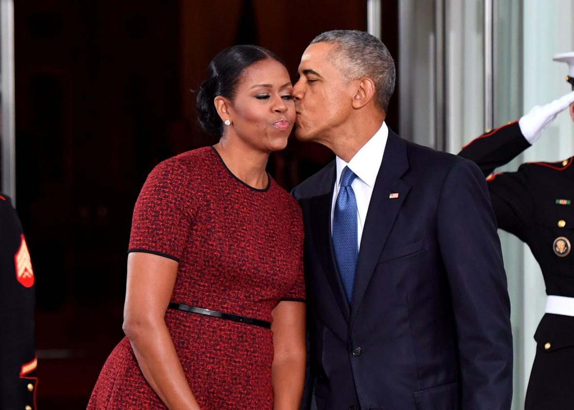 632185196-president-barack-obama-gives-michelle-obama-a-kiss-as