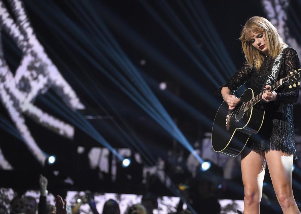 2017-DIRECTV-NOW-Super-Saturday-Night-Concert-In-Houston--Taylor-Swift-Performance