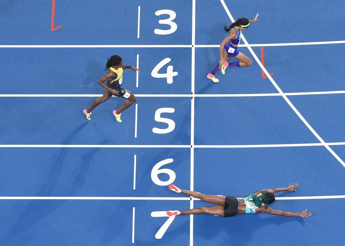 the bahamas shaunae miller won gold in the 400 meters by diving