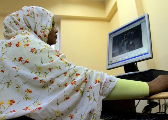 107569399-sudanese-woman-browses-the-internet-at-an-office-in