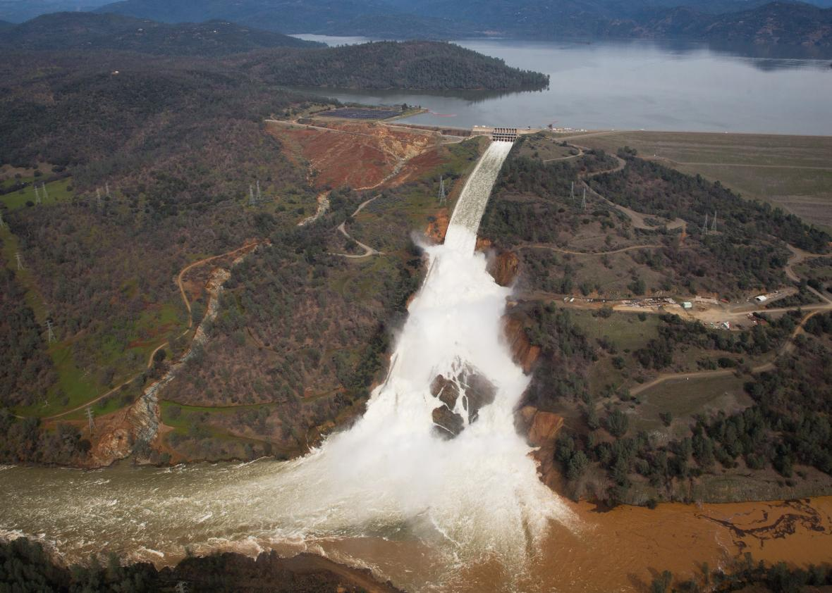 635156706-oroville-lake-the-emergency-spillway-and-the-damaged