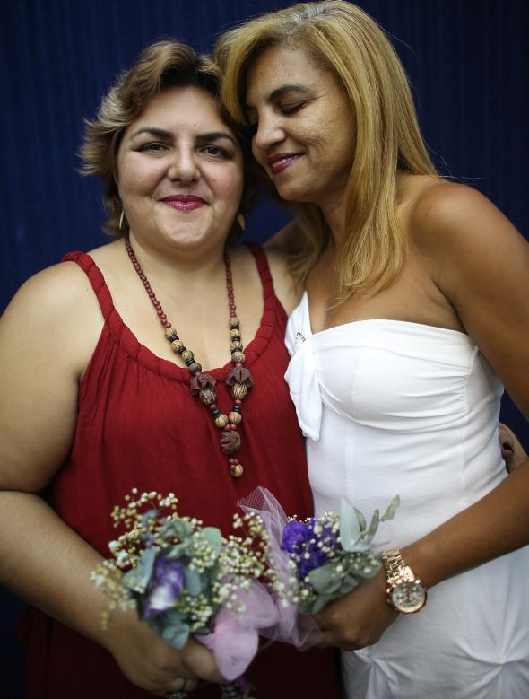 454341827-couple-marcia-and-jaqueline-pose-before-marrying-at
