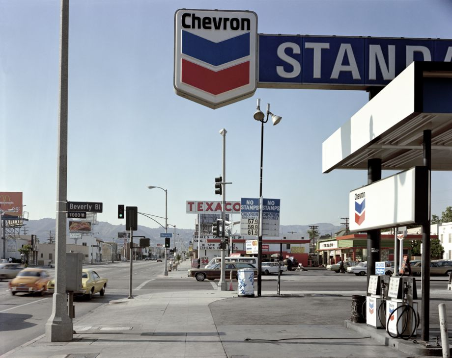 Stephen Shore's photograph of Beverly Boulevard and La Brea Avenue, Los Angeles, June 21, 1974