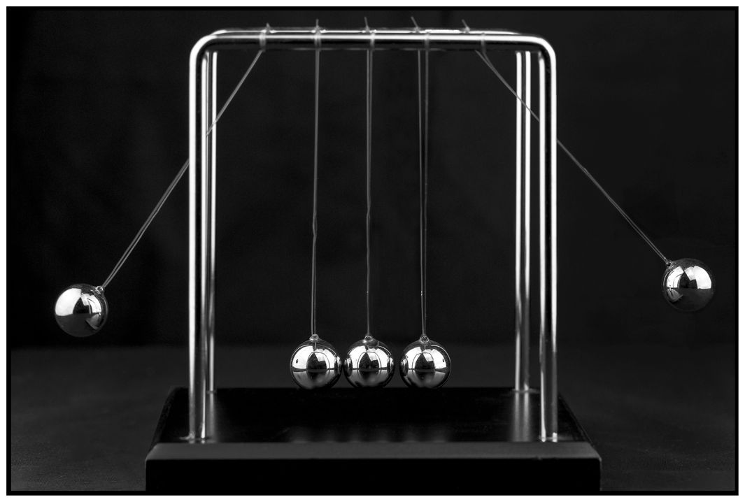 150610_EYE_NewtonsCradle1