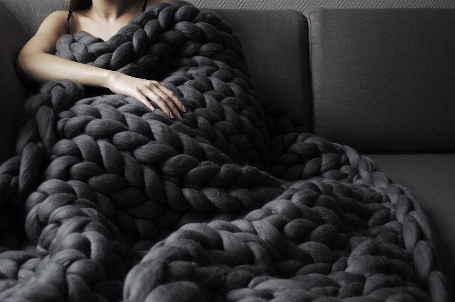Anna marinenko uses her hands to knit ohhio uber chunky for How to make a big chunky knit blanket