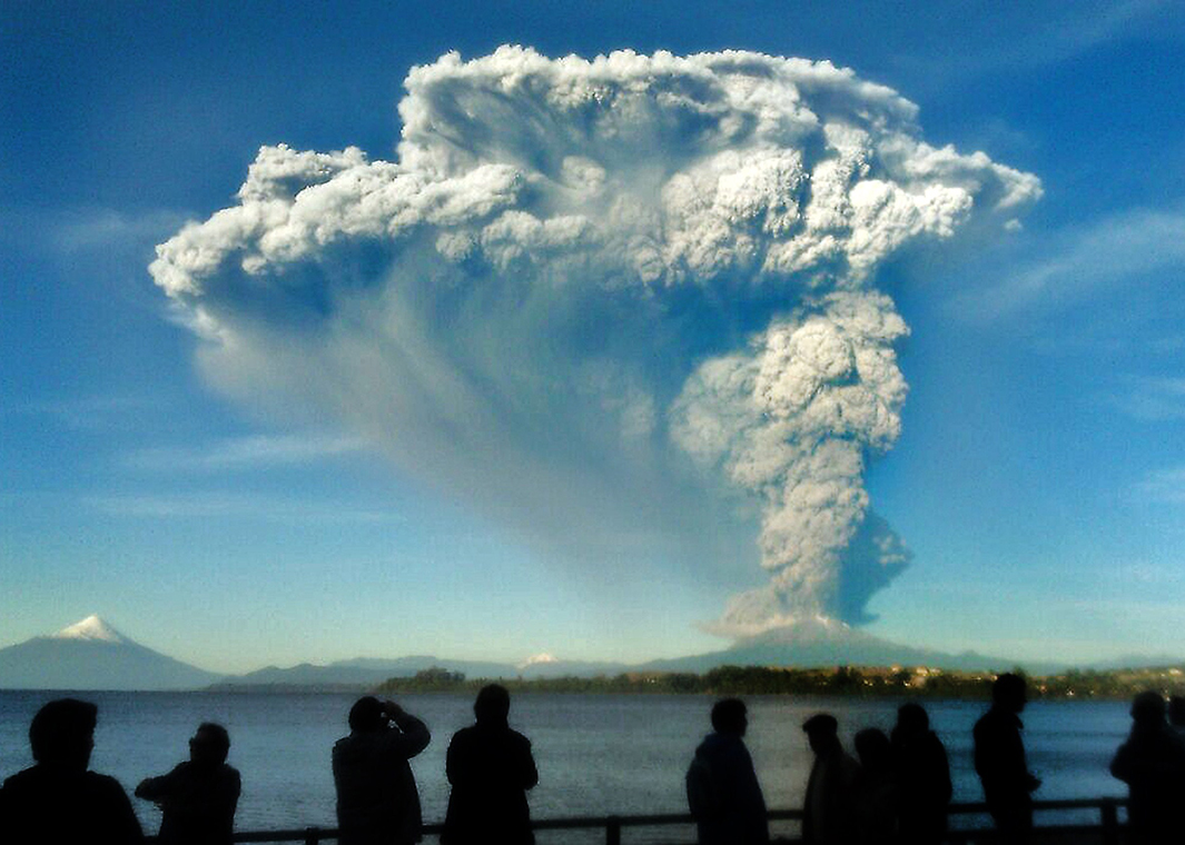 Chile\'s Calbuco volcano erupts spectacularly, producing stunning ...