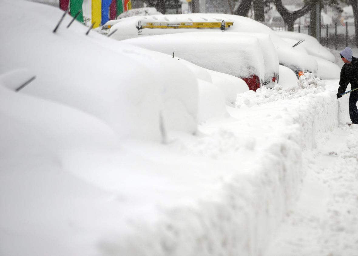 96464330-man-shovels-to-dig-out-his-car-in-silver-spring-maryland