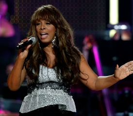 105554264-singer-donna-summer-performs-during-the-david-foster