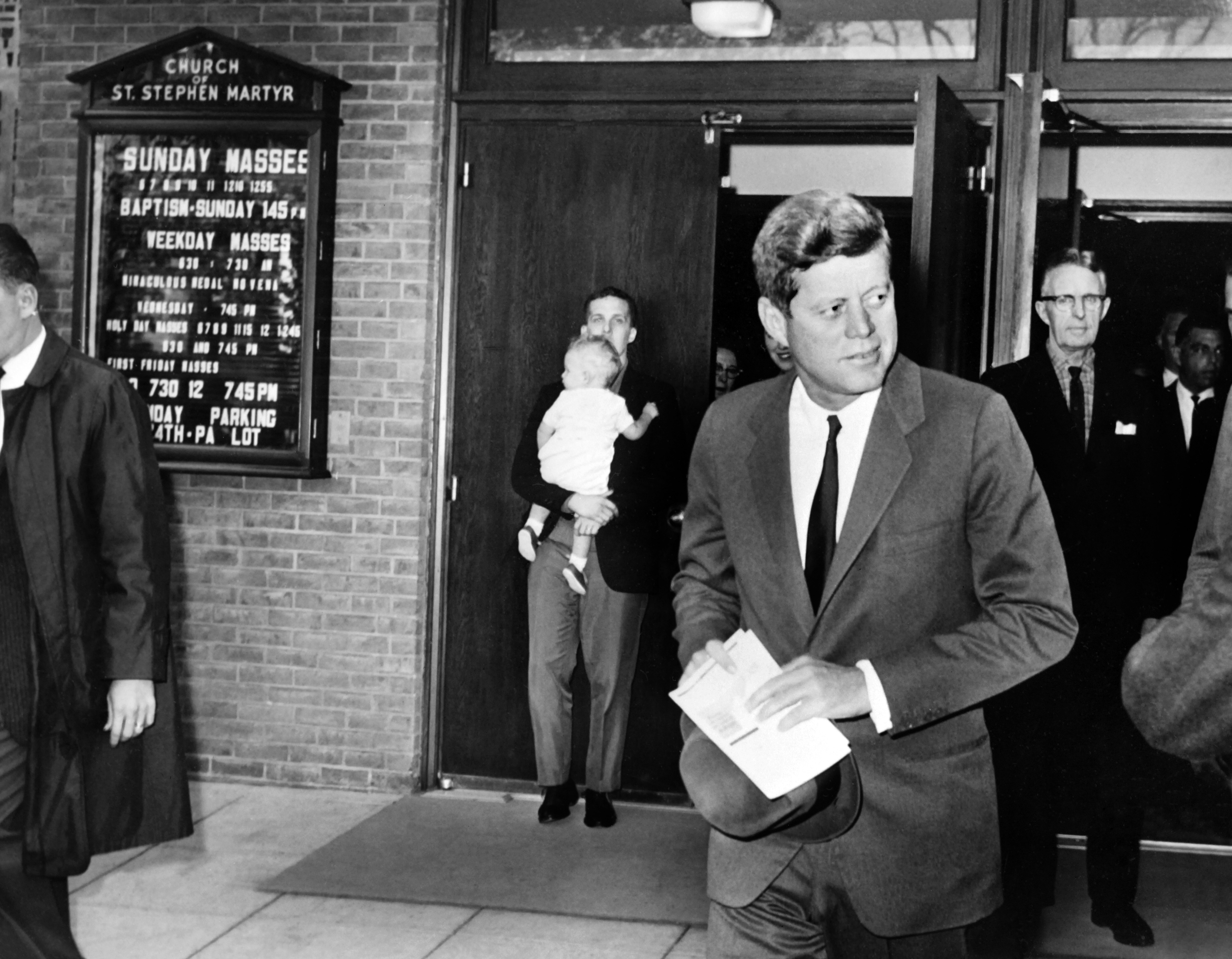 New Memoir Reveals Secrets of JFK's Affair With White House Intern