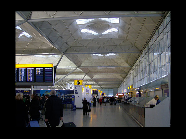images%2Fslides%2F7_London_Stansted_Rudelle